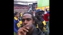 Il fume un joint sur la pelouse après la victoire d'Arsenal en FA Cup