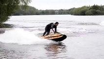 Ant Burgess fait des figures incroyables en jet ski
