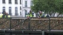45 tonnes de cadenas retirées du pont des Arts