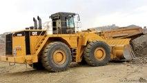 Rock & Roll: CAT 990H loading 773B's