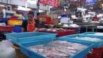 Bangkok market: Maeklong Train Market, Thailand