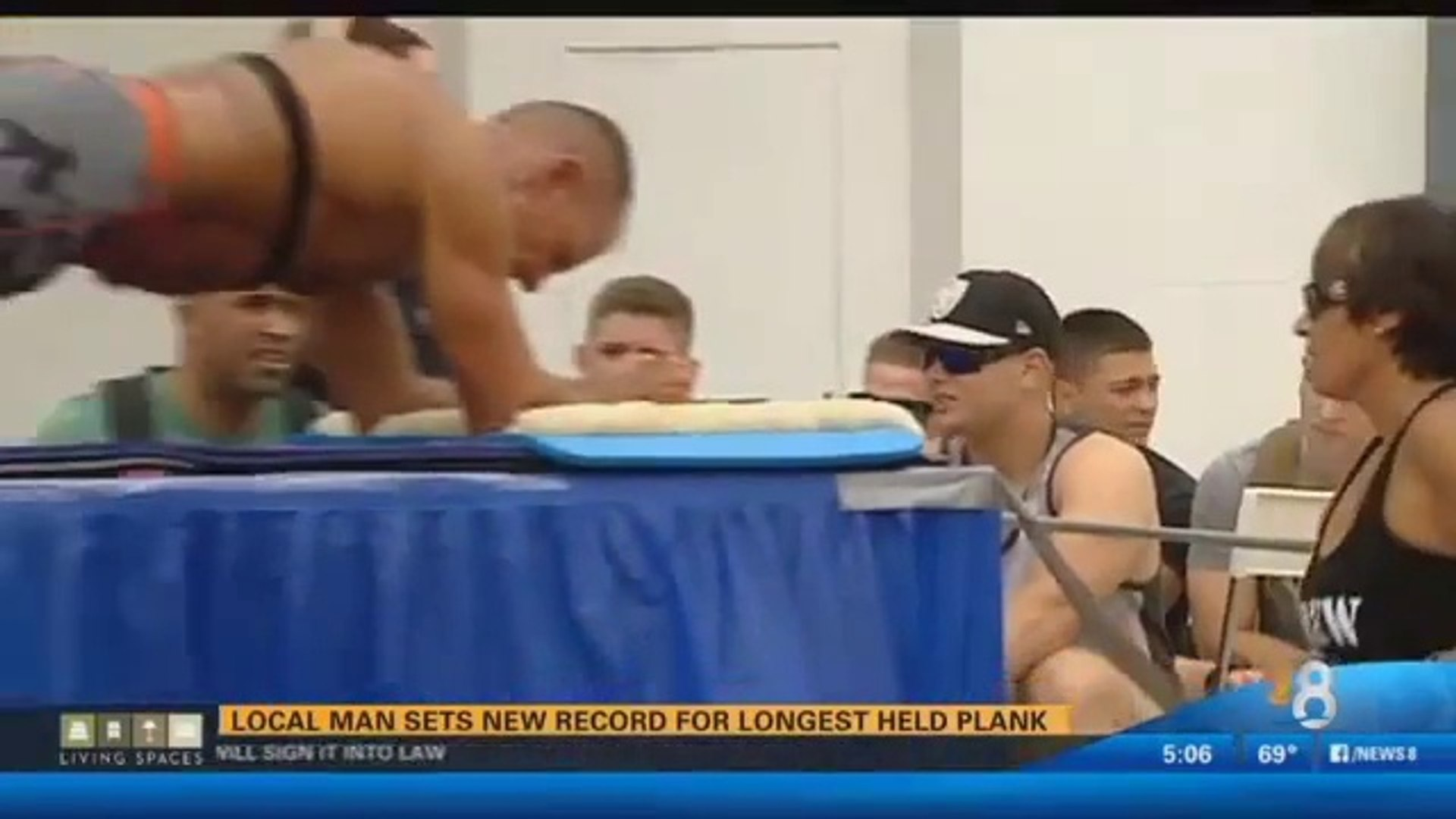 This dude just broke a world record by holding a plank for over 5 excruciating hours