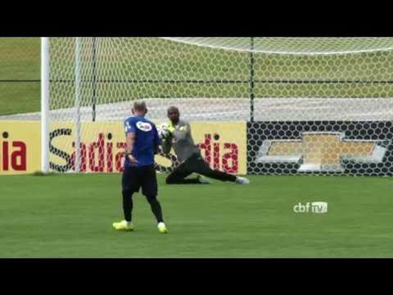Seleção Brasileira treina com bola na Granja Comary