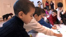 [VIDEO] FETE DU LIVRE JEUNESSE DE VILLEURBANNE 2012 - Hervé Tullet à l'école Jean-Moulin