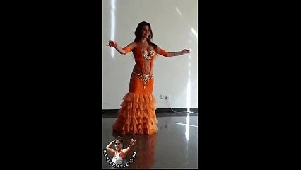 Hot Arabic Girl Dancing Mujra