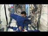 Japon astronot uzay istasyonunda merak edilenleri yapıyor