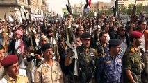 Yémen: des militants houthis manifestent à Sanaa