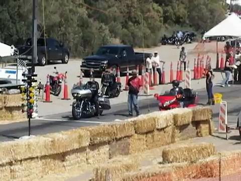 Goldwing vs Harley Davidson