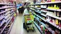 Pastewka hilft Oma im Supermarkt
