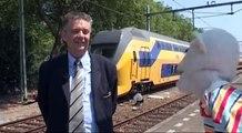 Jock de Aap met Beroep van de maand Treinmachinist Ron Bos