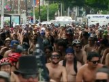 Des centaines de cyclistes à moitié nus défilent au Mexique !