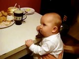 Bebe Se Duerme En La Mesa Porque Abuela Habla Mucho! ★ bebes divertidos - risa - bebes chistosos