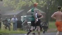 Des gars bourrés animent le semi marathon de Franklin, Tennessee - Banjos, rednecks et alcool