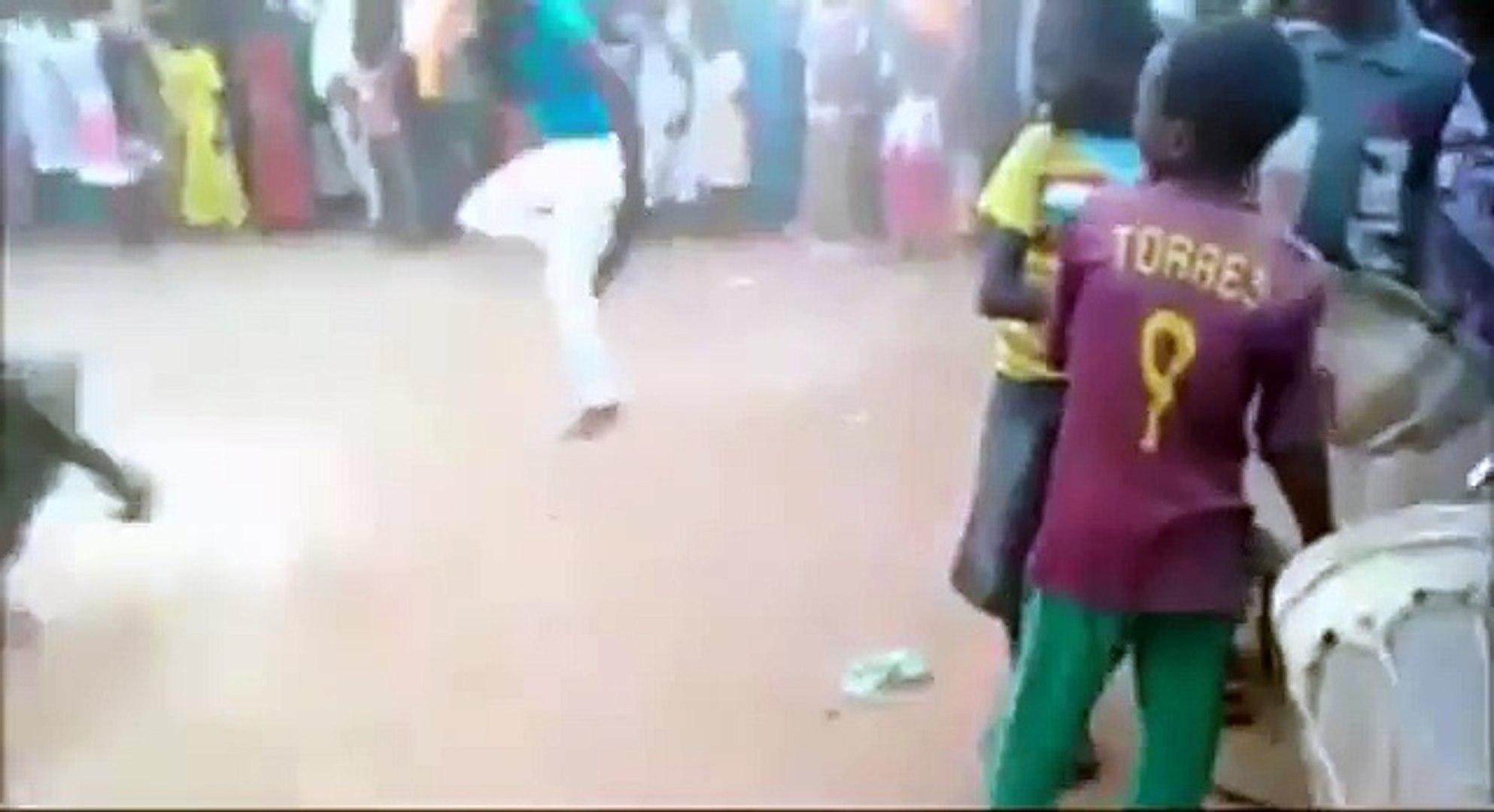 AFRICAN PEOPLE DANCING DUBSTEP SKRILLEX AND NERO REMIX