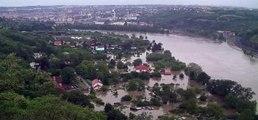 Povodně v Praze/Prague flood/Inundaciones en Praga/係話草本類稻/เช่น ใบ กาบใบ ลำต้น/♦♪☻☺♥♫•X-,