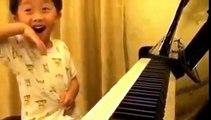 Giovane promessa della musica classica, a 4 anni suona il pianoforte e fa sognare il Web
