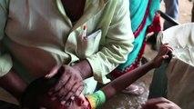 Inde : Pour soigner l'asthme, ils avalent des poissons vivants