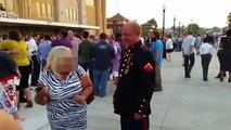 Un faux marine des USA grillé en pleine remise de diplome par de vrai marines