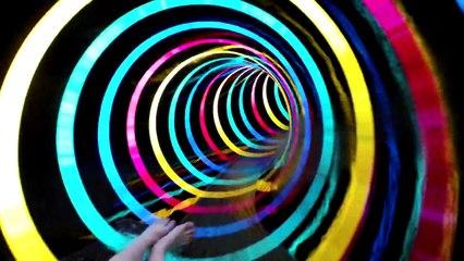 """Le """"Black Hole"""", un toboggan aquatique lumineux"""