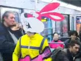 Le lapin fais Nimporte nawak au metro
