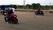 Honda cbr 1000rr vs Yamaha R1 HD