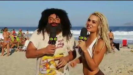 Mendigo e Mendigata aprontam na praia novamente