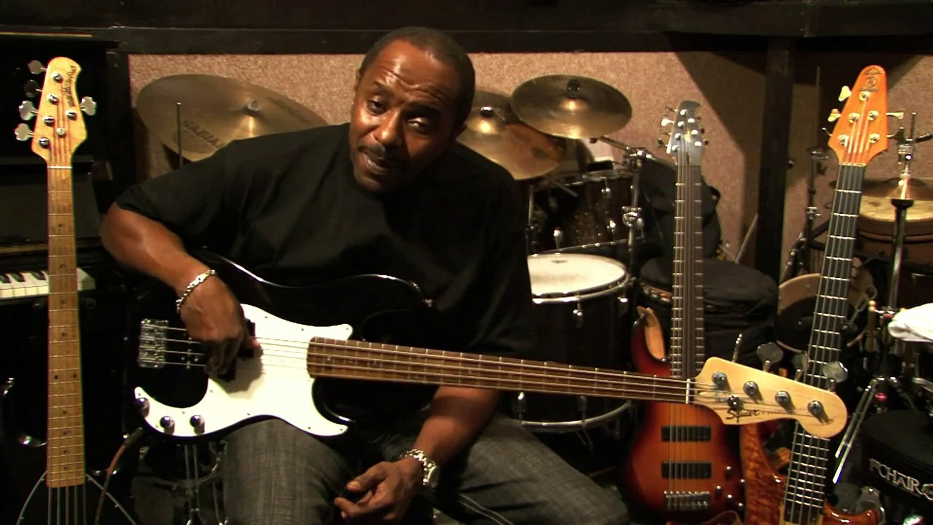 Bass Guitar Lessons   How to Play a Song on the Guitar Step by Step