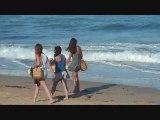 Une petite plage sympa : Les filles en vacances ?