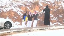 تساقط للثلوج في منطقة تبوك غرب السعودية