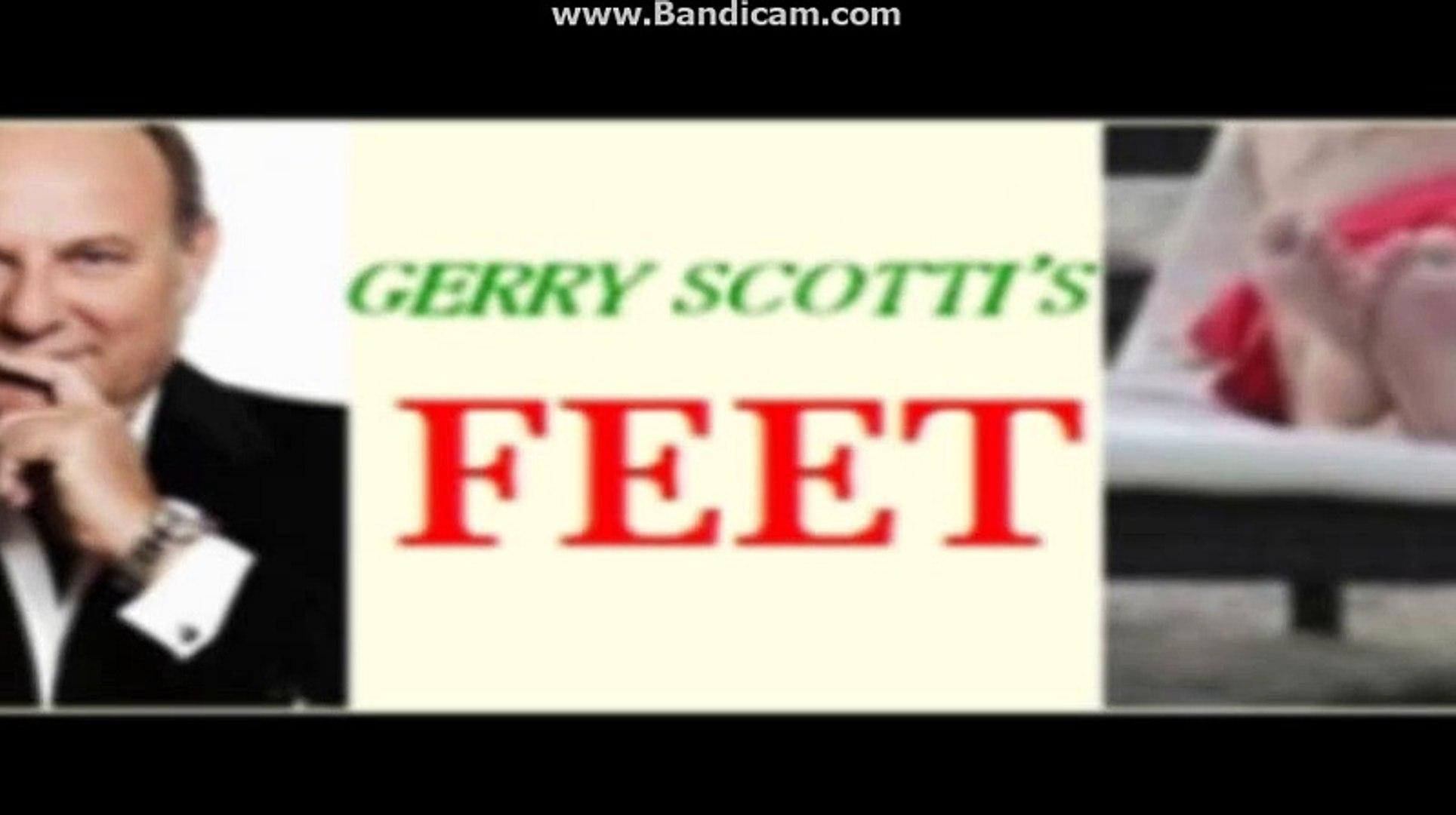 Gerry Scotti's Feet 1000 followers!