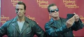 Arnold Schwarzenegger piège ses fans en Terminator. Drôle !