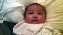 bebe parle avec papa à 2 mois