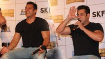 Salman Khan Does YOGA @ Bajrangi Bhaijaan Trailer Launchbollywood news,bollywood,gossip,news,entertainment,Latest news,breaking news,daily news,Bajrangi Bhaijaan,bajrangi,bhaijaan,bajrangi bhaijaan first look,bajrangi bhaijaan trailer,salman khan,kareena