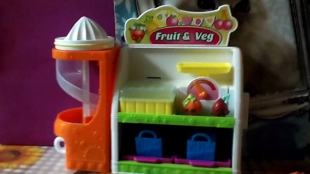 Shopkins Easy Squeezy Fruit and Veg Stand