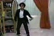 سعودي يقلد مايكل جاكسون .. ( بنــدر جاكسون )