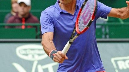 Federer cieszy się z wygranej nad Karloviciem