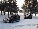 Chevrolet Niva and Great Wall Hover in snow/ Нива вытаскивает Hover из снега