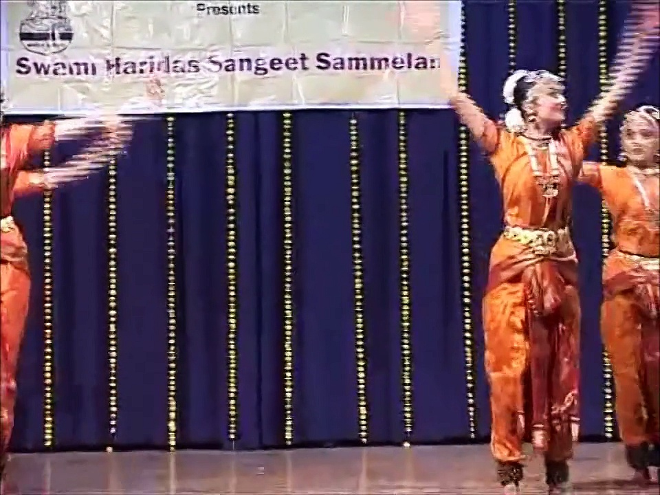 Dr Sandhya Purecha – Bharat Natyam Dance Group | Indian Classical Dance Form
