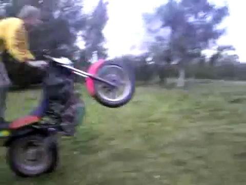 Wheelie Hyosung RT125 d