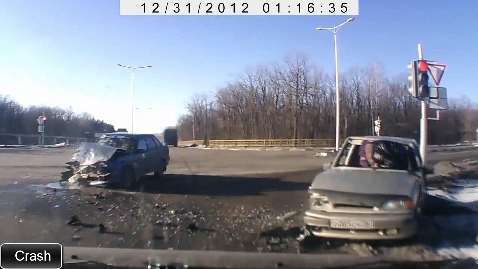 Аварии на дорогах видео 2015 смотреть бесплатно. Часть 6