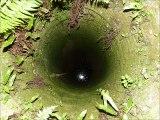 Curage d'un puits dans l'ain et explication du Puisatier Landon du fond du Puits