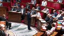 """Valls dénonce des """"pratiques inacceptables"""" et réclame """"un code de bonne conduite"""""""