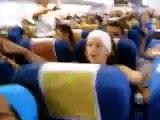 Pasajeros imitando a la tripulación de vueling