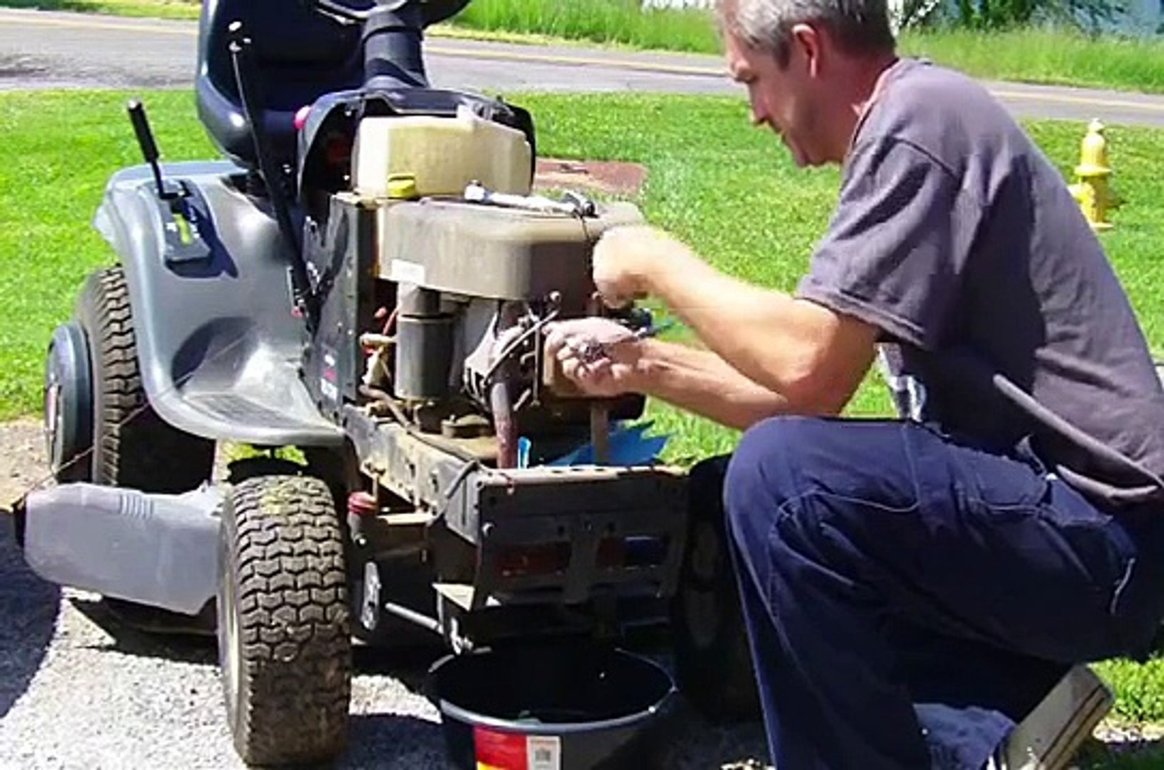 Valve Adjustment Briggs & Stratton Intek OHV (Craftsman Riding Lawnmower /  Lawn Tractor)
