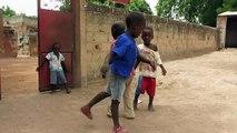Sawa Sawa Sawale - Dancing by  African children