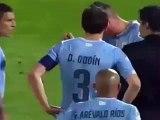 Le joueur de foot Cavani se prend un doigt dans les fesses