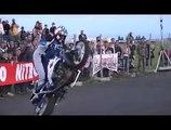 Show du team acrojoe stunt auto, moto au drag power show 2011 de Chaumont