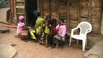 "UNICEF: oneminutesjr. - ""Lenfant avec son enfant"""