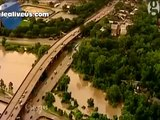 Flash flooding in Houston submerges roadways  At Least 5 Dead