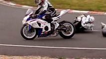 Bike crash chute Moto Circuit Carole    BMW VS SUZUKI